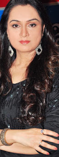 Padmini Kolhapure Age, husband, son, family, daughter, sister, photos, movies, family photo, husband name, daughter name, songs, images, daughter photos, husband photo, children, husband of padmini kolhapure