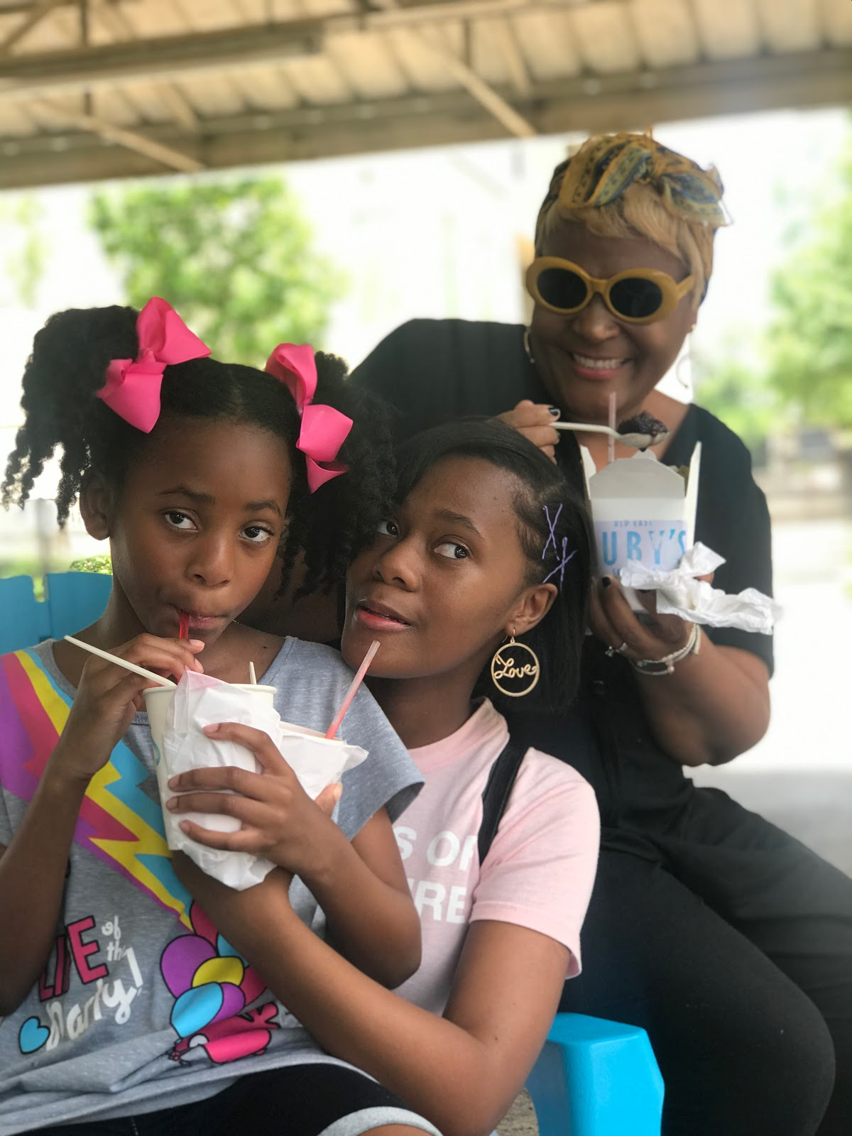 Image: Tangie and Two daughters laughing and eating snow cones