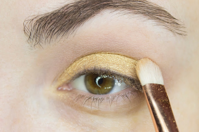 New year make-up 2018: golden accent. Step 2: shade Almost Burnt  Zoeva Caramel Melange Eyeshadow Palette