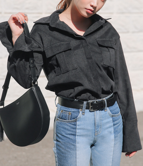 Corrugated Extended Sleeve Blouse