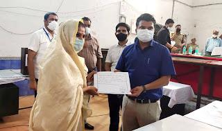 डीएम ने विजेता श्रीकला को दिया प्रमाण-पत्र | #NayaSaberaNetwork