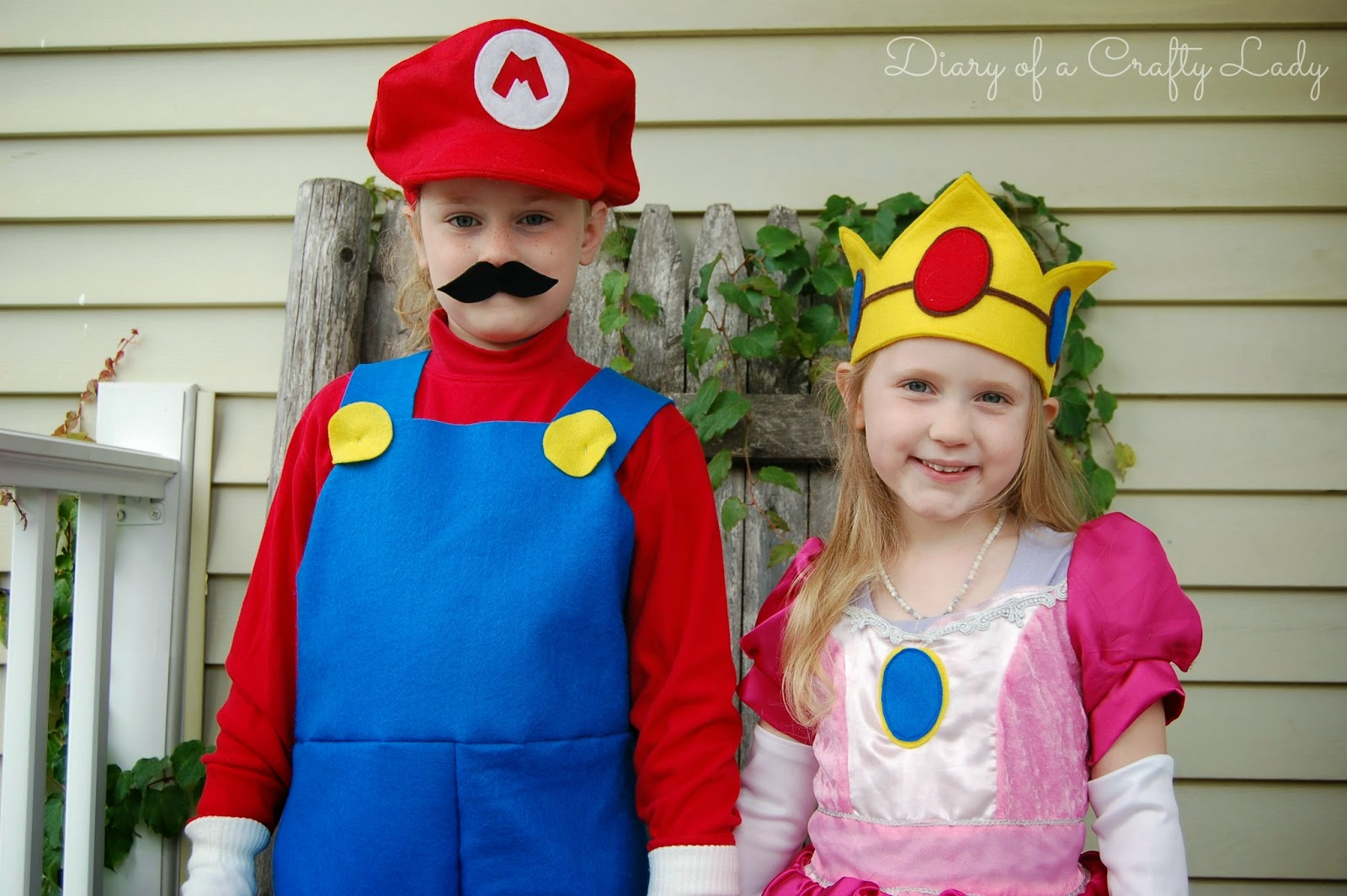 Meet Mario and Princess Peach! 2013 Halloween Costumes  sc 1 st  Diary of a Crafty Lady & Diary of a Crafty Lady: Meet Mario and Princess Peach! 2013 ...