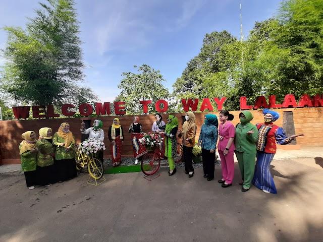 Riana Sari Arinal Baksos dan Launching Sarung Khas Tanggamus di Way Lalaan