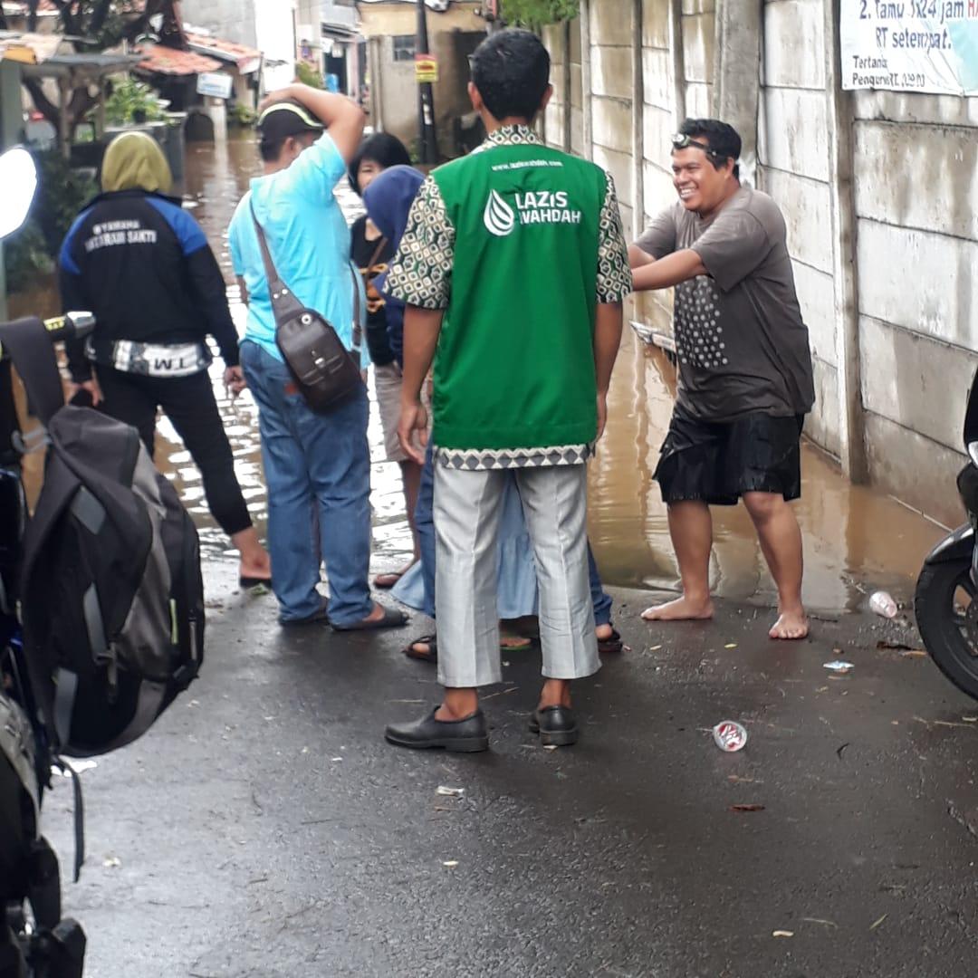 Banjir di Jakarta Sebabkan Warga Mengungsi