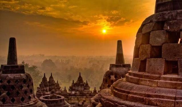 Candi Borobudur yang berada di Magelang