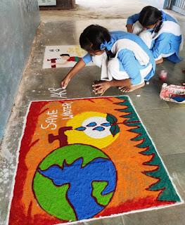 रंगोली के माध्यम से दे रहे जल संरक्षण का संदेश