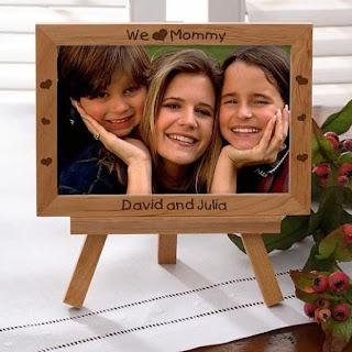 Porta-retrato com uma foto sua com sua mãe
