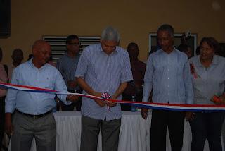 Alcalde Nelson Guillén inaugura centro comunal en Villegas