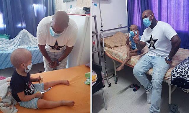 K2rhym rend visite à un hôpital d'enfants malades