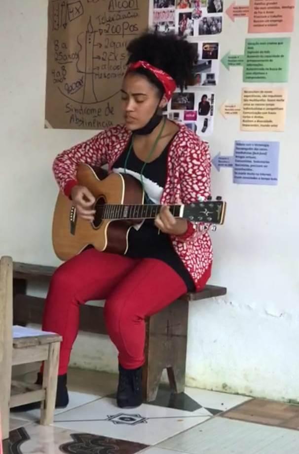 Aluna de Divino compõe música após curso do SENAR - Educação na adolescência