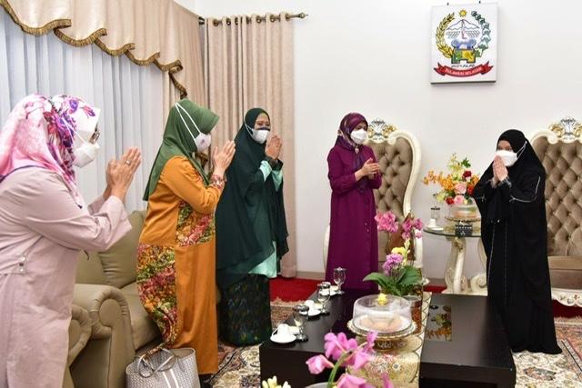 Naoemi Octarina Terima Kunjungan Silaturahmi Istri Kemenpora dan Istri Bupati Wajo.lelemuku.com.jpg