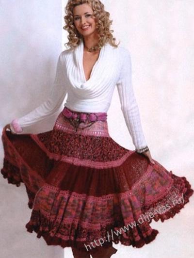 Расклешенная юбка связанная спицами.