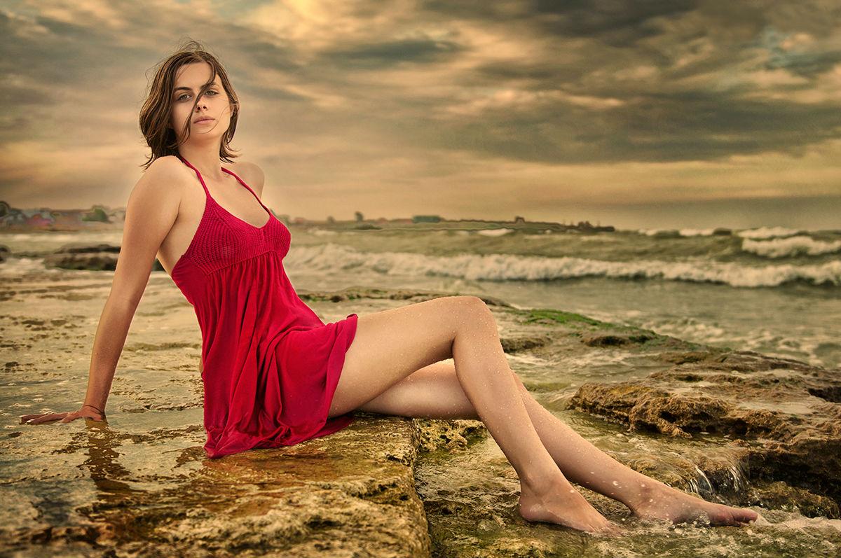 HD WALLPAPERS FOR DESKTOP: Ocean Near Hot Girl