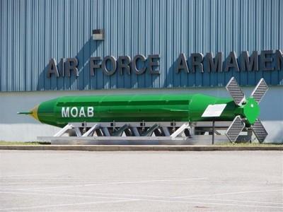 Conheça a MOAB, a mãe de todas as bombas