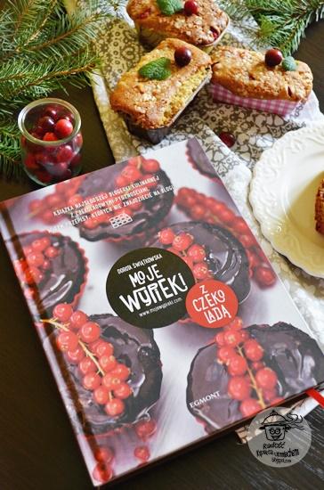 Moje wypieki z czekoladą, recenzja książki a także przepis na muffiny z żurawiną i białą czekoladą.