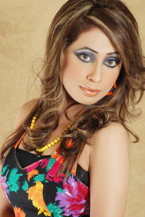 Latest snaps and pictures of Pakistani hot models 03