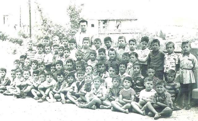 Grup escolar amb el mestre J. Martínez