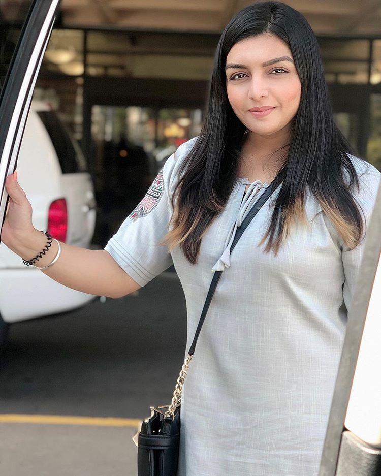 Singer  Punjabi Girl pictures Rupinder Handa