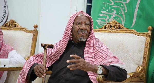 السعودية، لجنة الأفلاج تكرّم مواطنًا تطوع 25 عامًا في غسيل الموتى، حربوشة نيوز