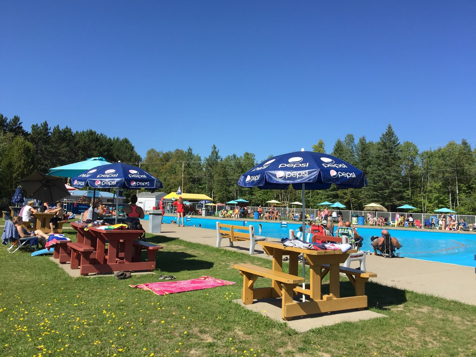 Camping lac et for t piscine vagues et plus photos for Camping avec lac et piscine