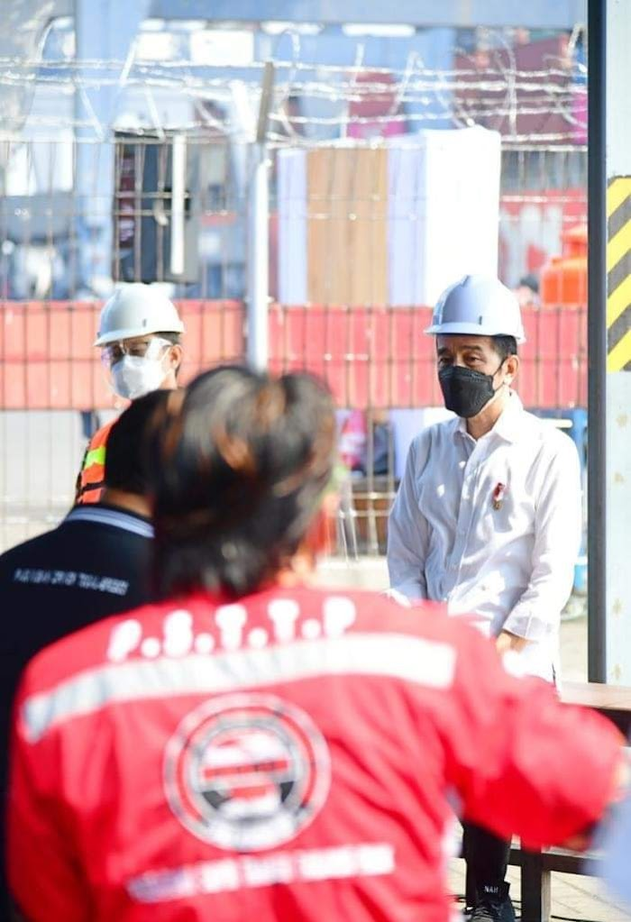 Dengar Curhatan Supir Truck Kontainer, Ini Instruksi Jokowi ke Kapolri