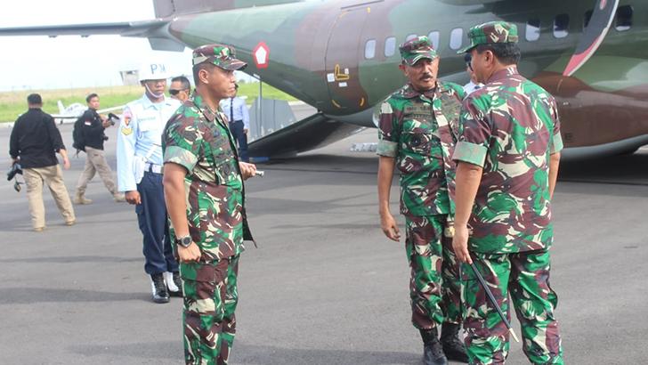 Pangdam IV dan Kapolda Jateng Antar Keberangkatan Panglima TNI di Bandara Tunggulwulung Cilacap