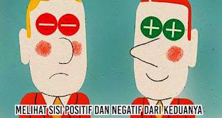 Melihat sisi positif dan negatif dari keduanya
