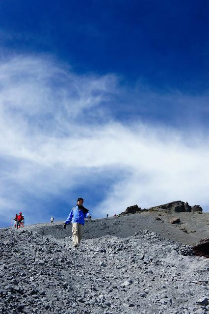 Turun dari Puncak Gunung Rinjani 3726 meter