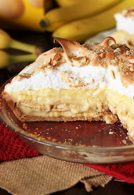 Layers in Banana Pudding Pie with Vanilla Wafer Crust Image