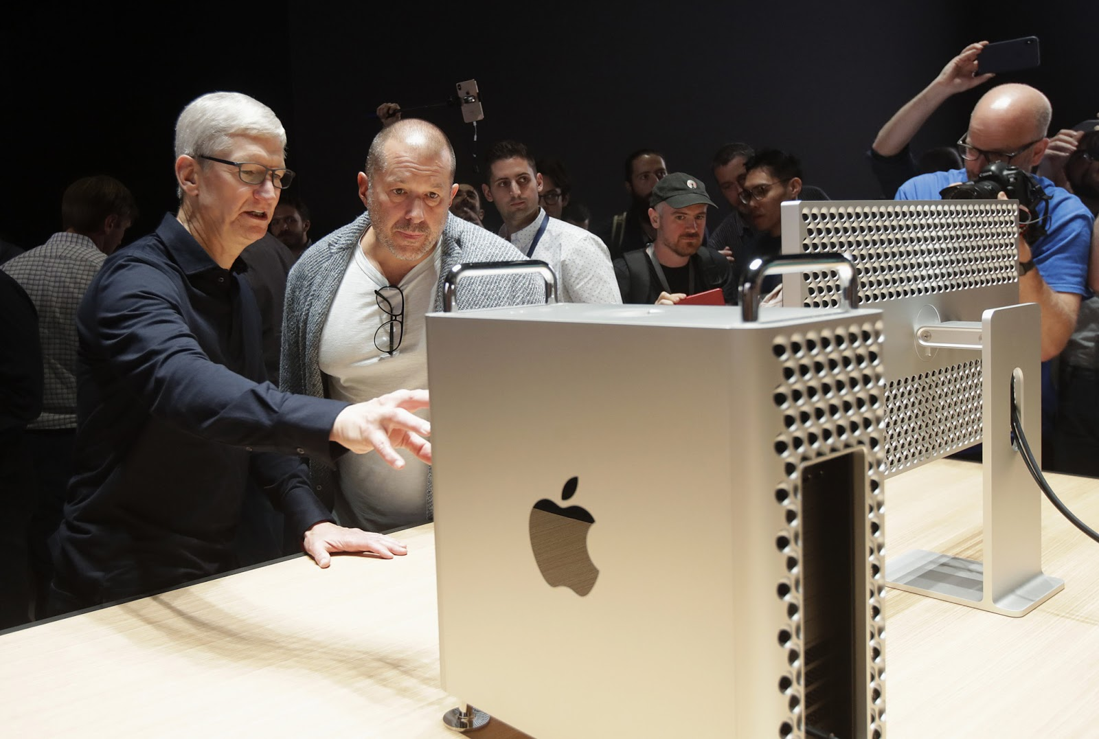 Apple Shifting From Mac Intel Processor To ARM-Based Macs