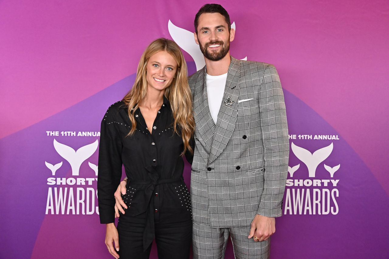 Cleveland Cavaliers star Kevin Love and Sports Illustrated Swimsuit model Kate Bock announce engagement