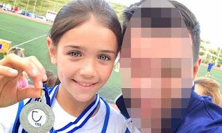 Κι όμως αυτή η κούκλα είναι κόρη γνωστού Έλληνα τραγουδιστή