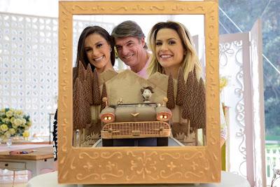 Nadja, Olivier e Beca com o 'Bolo Retrô' da prova criativa (Crédito: Zé Paulo Cardeal/SBT)
