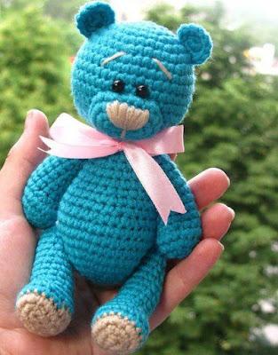 Вязаный мишка Тедди крючком