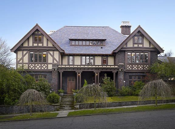 My Two Cents: I\'m All About Tudor Style Houses