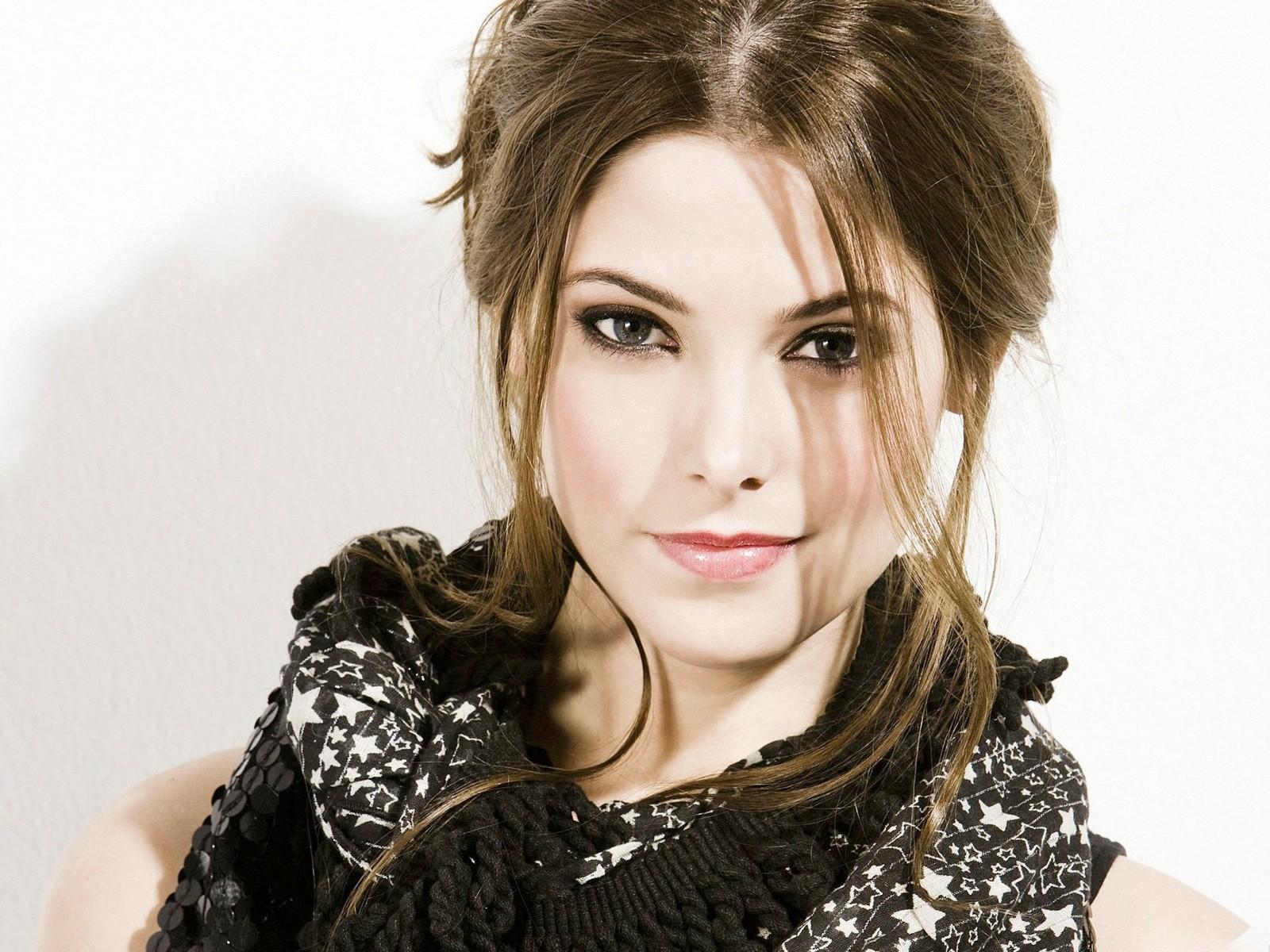 Ashley Greene Twilight...