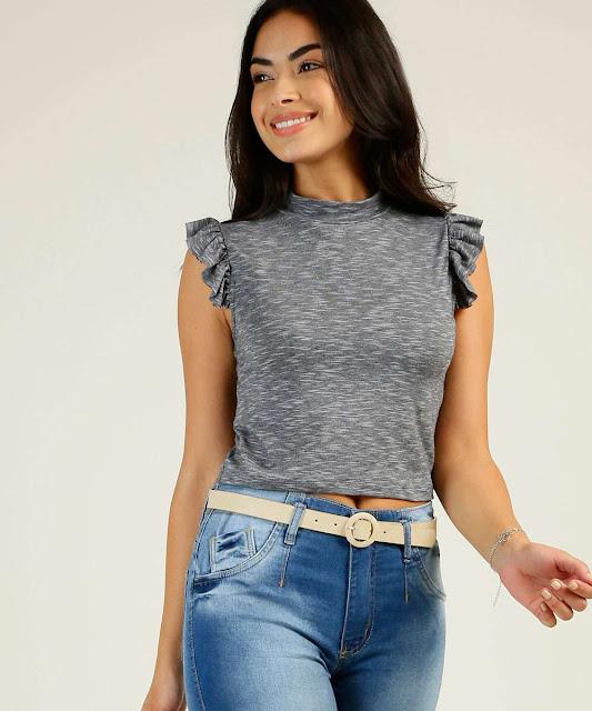 A blusa feminina cropped define-se como sendo um modelo curtíssimo