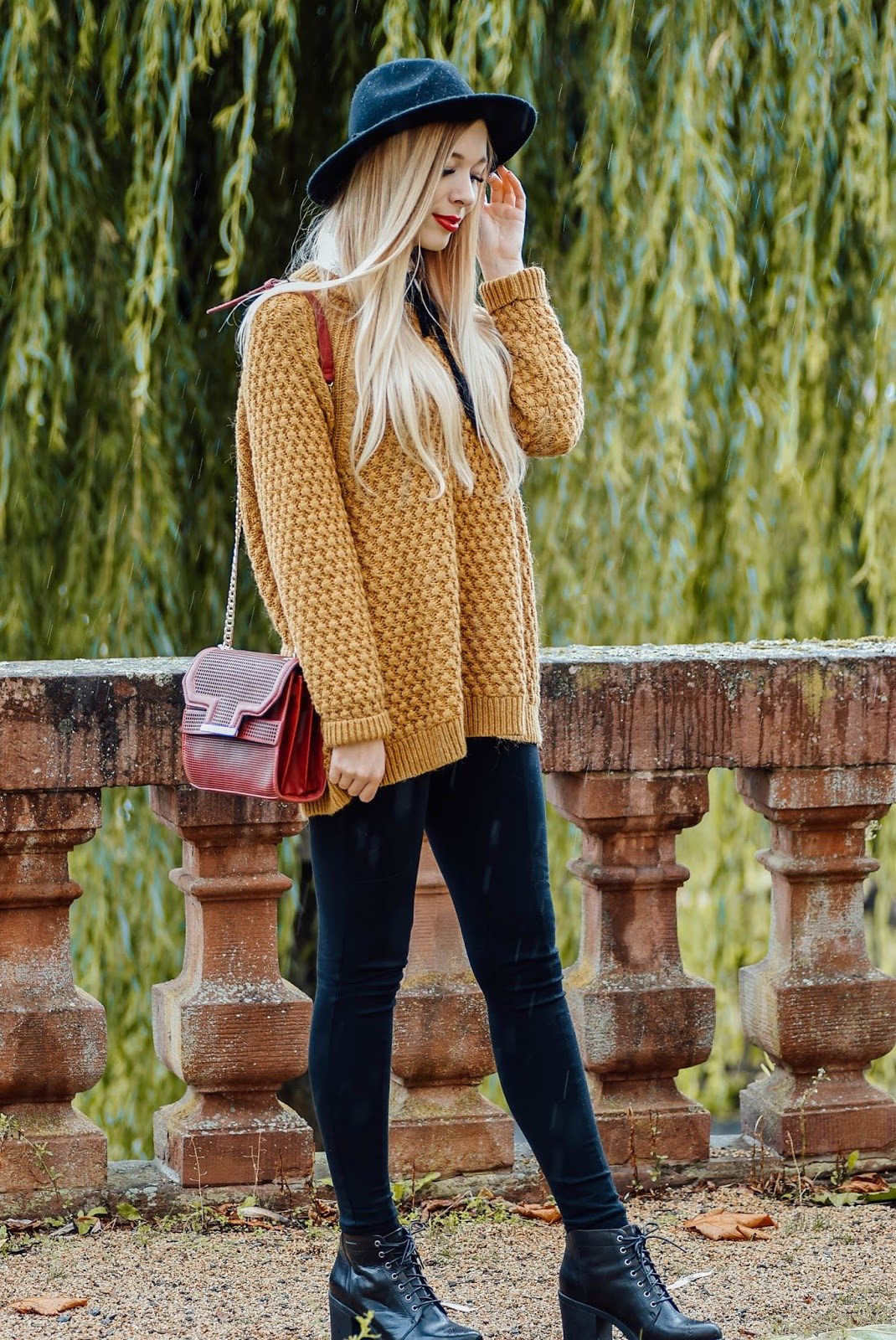 Fashionblogger, Germanblogger, Blogger, Modeblog, Fashionblog aus Würzburg, First Atumn Look, Hut, Cozy Oversized Pullover, Senfgelb, Vagabond Shoes, Stiefel, Asos, Jeggings, Mac, Ruby Woo