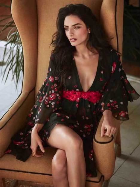 !Aislinn Derbez es una mujer muy sensual! ¡Mira sus fotos! 5.5