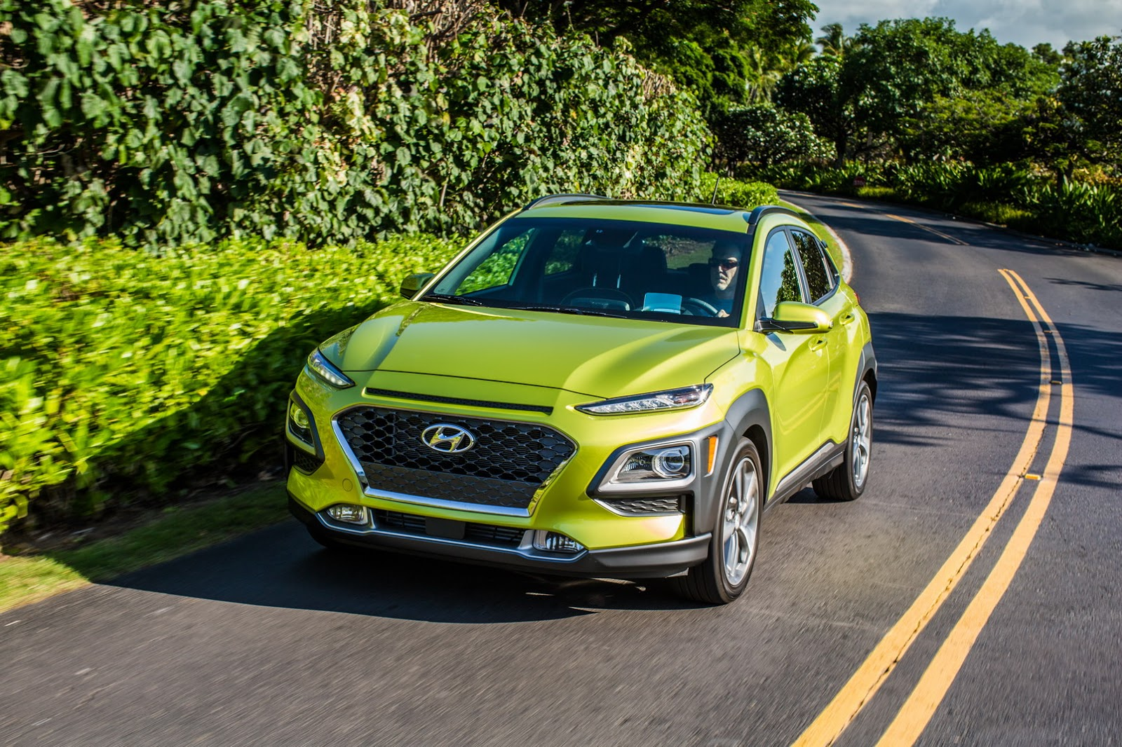 2018 hyundai kona wants to give nissan kicks a run for its. Black Bedroom Furniture Sets. Home Design Ideas