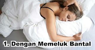 Sifat orang yang tidur dengan Memeluk Bantal