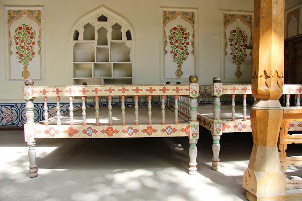 Tadjkistan, Douchanbé, Jardin botanique, maison pamiri, tapshan, tapchane, © L. Gigout, 2012