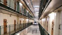 Tous les détenus de France pourront y avoir accès d'ici trois ans, mais l'accès à internet leur sera interdit.