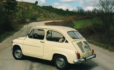 Seats första modell 600, tillverkad på licens från Fiat. En liten, praktisk bil. Med betoning på liten.