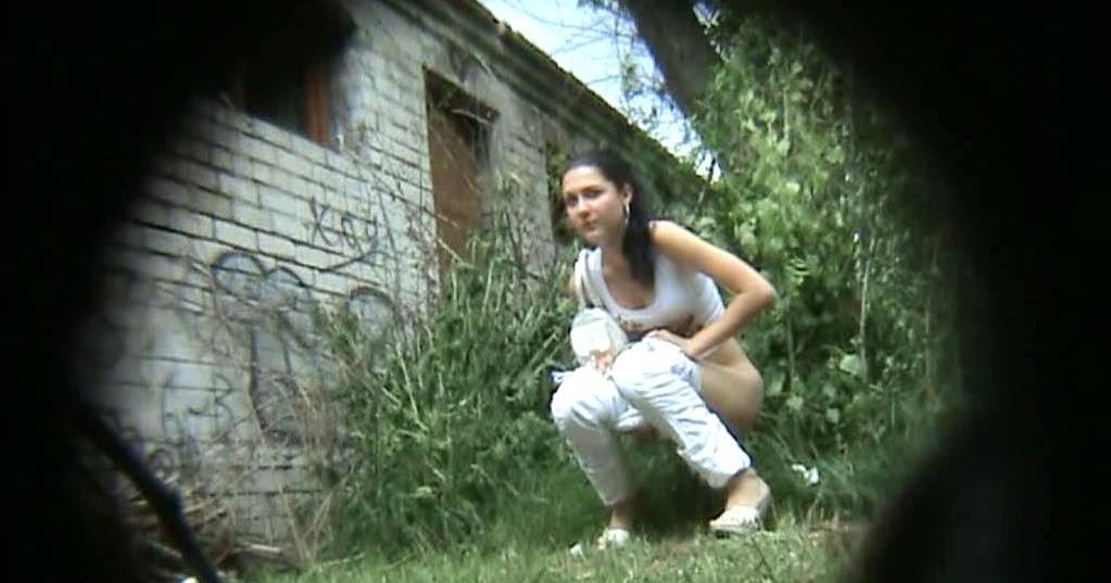 девушка писает фото скрытой камеры