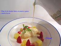 Sopa fría de chocolate blanco con picatostes crujientes y helado de Turrón