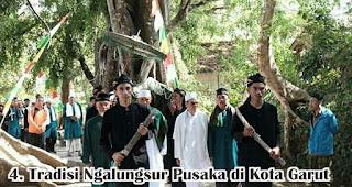 Tradisi Ngalungsur Pusaka di Kota Garut merupakan salah satu tradisi unik di Indonesia yang dilakukan untuk menyambut maulid nabi
