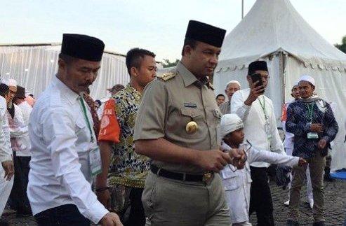 """Anies Disambut Teriakan """"Gubernur Indonesia"""" Saat Tiba Lokasi Reuni 212"""
