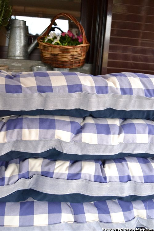 Country the blue dog sartoria d 39 interni cuscini per for Cuscini country per cucina