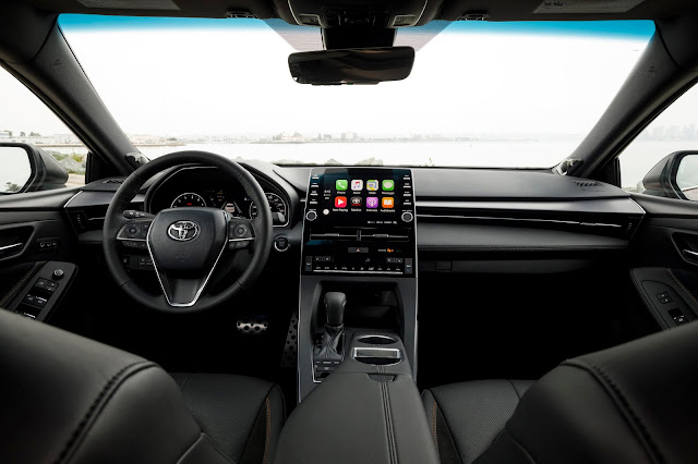Interior view of 2019 Toyota Avalon Touring
